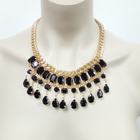 Jewelry - NWT Black/Gold Necklace Set